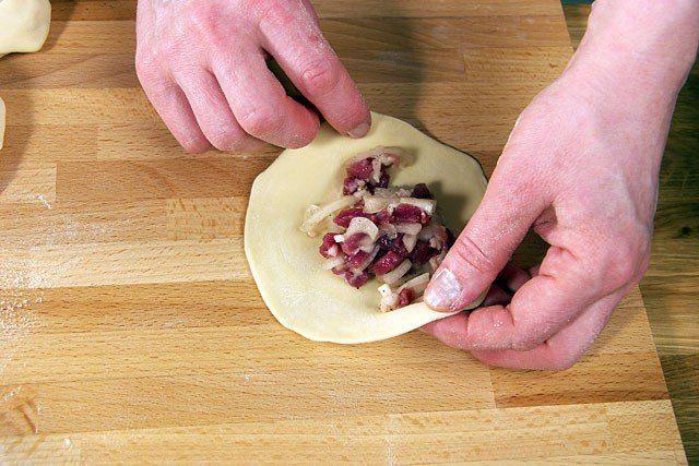 Манты с картофелем и салом