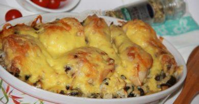Куриные ножки с картошкой и грибами в духовке