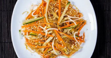 Пряный морковный cалат с кунжутом