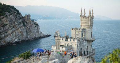 Крым закрылся от туристов