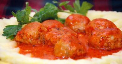 Рыбные котлеты в томатном соусе