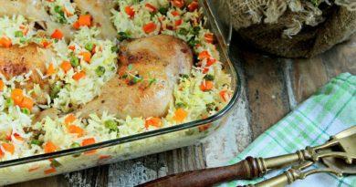 Куриные окорочка с рисом и овощами