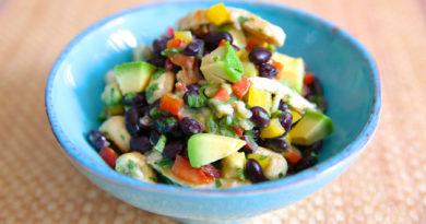 Постный салат с фасолью и авокадо