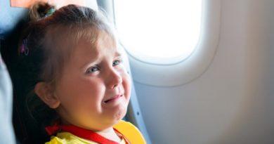 Как избежать попутчиков с младенцами в самолете: несколько работающих уловок