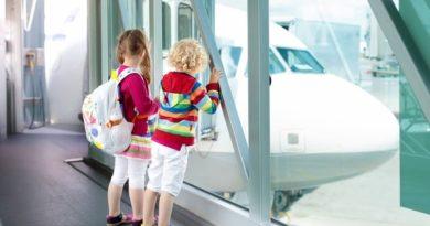 В каких случаях ребенок может слетать за границу без сопровождения родителей