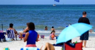 Во Флориде открыли пляжи, несмотря на эпидемию