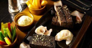 Бородинские гренки с чесночным маслом в духовке