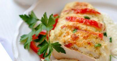 Куриная грудка с болгарским перцем в сметанном соусе