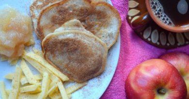 Яблочные оладьи на кислом молоке