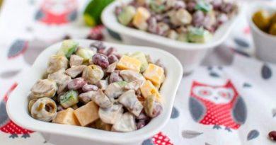 Фитнес-салaт с грибами, фасолью и сыром