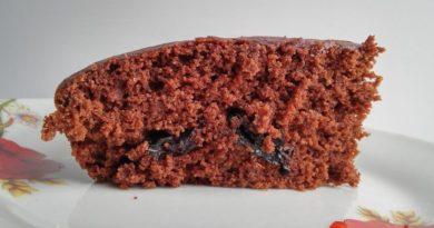 Постный шоколадный манник с черносливом