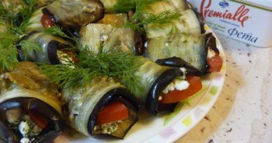 Рулетики из баклажана с фетой и помидорами