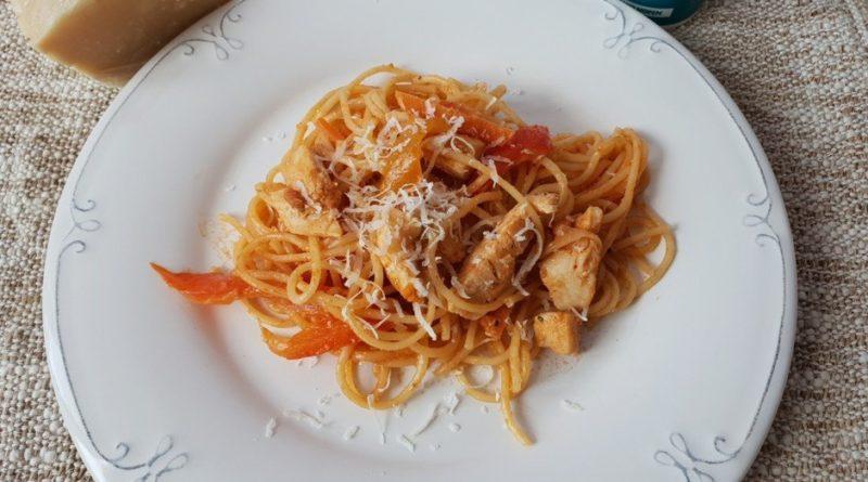 Паста в сливочно-томатном соусе
