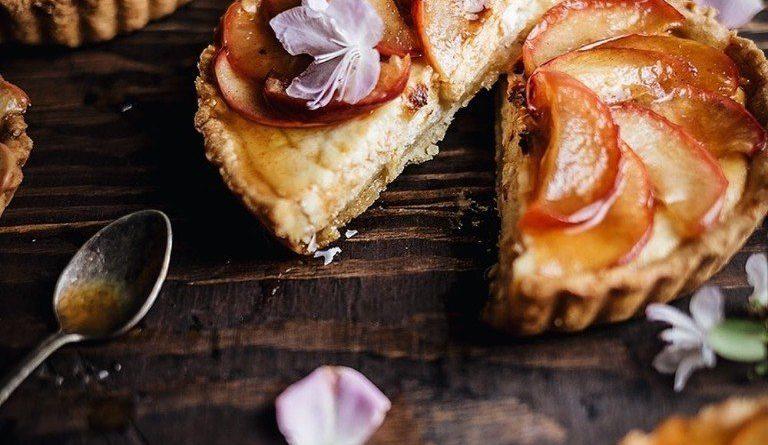 Тарталетки с карамелизированными яблоками