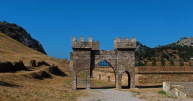 Почему не стоит тратить время на осмотр старых крепостей Судака