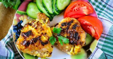 Аппетитные куриные бедрышки в духовке