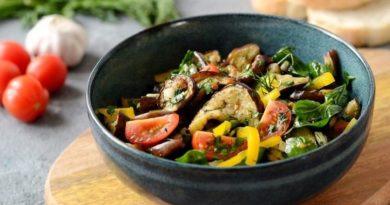 Грузинский салат с баклажанами и помидорами черри