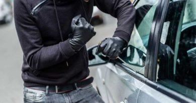 5 советов чтобы защитить вещи в салоне машины от кражи