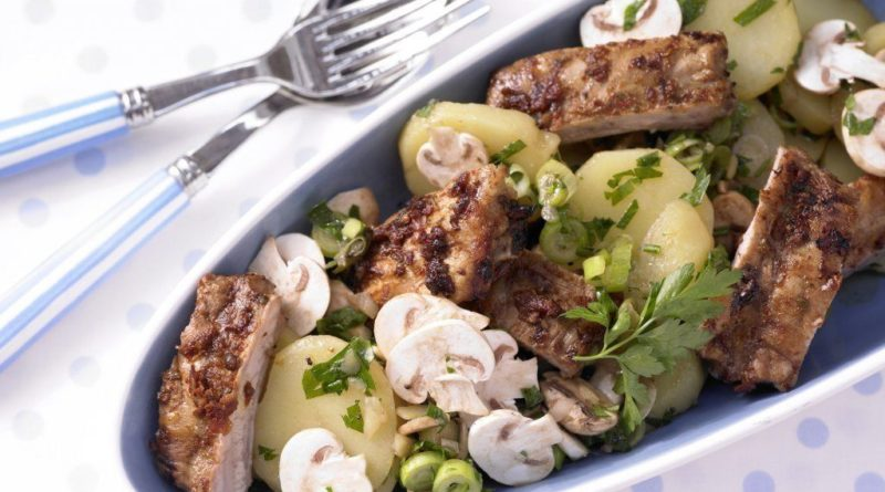 Ребрышки с картофельным салатом