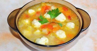 Очень вкусный овощной суп с сырными клецками-шариками.