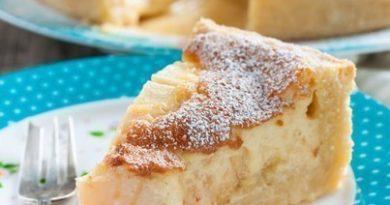 Яблочный пирог с яично-сметанной заливкой