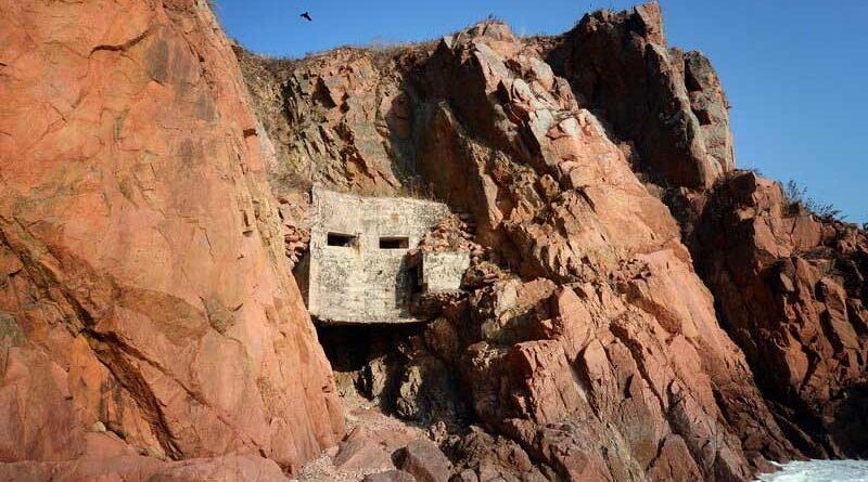 Дот «Скала» на острове Русский