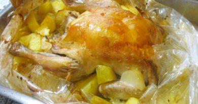 Сочная курочка с картошкой в рукаве