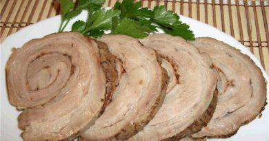 Рулет из свиной грудинки