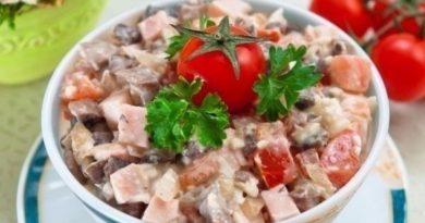 Салат-закуска с курицей и кедровыми орешками