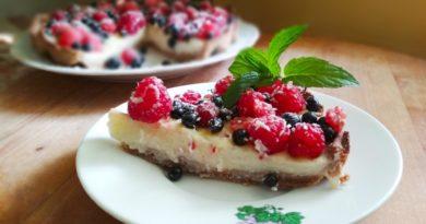 Тарт с заварным кремом и ягодами