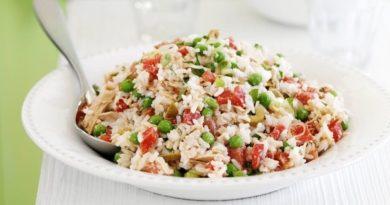 Салат острый с овощами и рисом