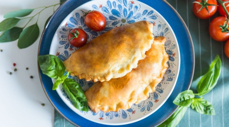 Пирожки с моцареллой и курицей