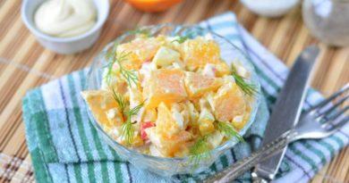 Салат из апельсинов, крабовых палочек и кукурузы