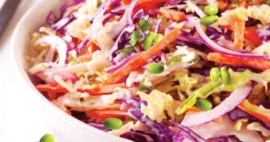 Витаминный салат из двух капуст