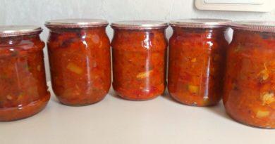 Оригинальный салат из мойвы и овощей на зиму