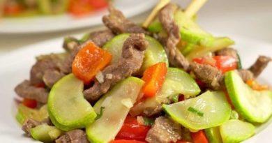 Кабачки с жареной говядиной и болгарским перцем, по-китайски