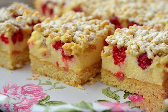 Тертый ванильный пирог-безе с малиной