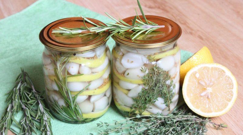 Маринованный чеснок на зиму с лимоном и розмарином