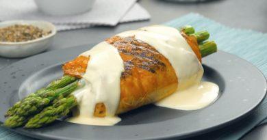 Куриные рулетики с сыром, ветчиной и спаржей: идеальная курица на гриле