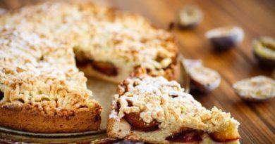 Вкуснейший сливовый пирог с корицей и безе
