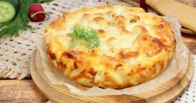 Пирог с курицей и сыром на картофельном тесте