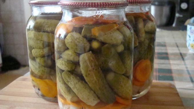 Огурцы с овощами по-чешски