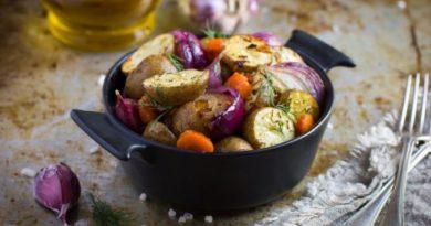 Постный запеченный картофель в духовке