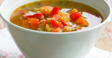 Суп с красным перцем и жареным луком