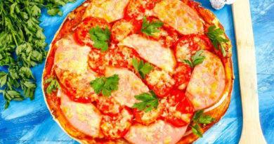 Пицца с колбасой из слоеного теста