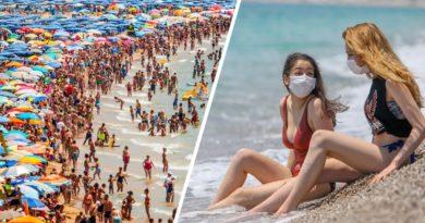 В Италии, несмотря на Феррагосто, туристам велено одеть маски из-за новой вспышки коронавируса