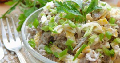 Салат с печеночными блинчиками