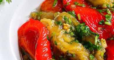 Запеченные баклажаны и болгарские перцы под маринадом