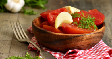 Быстрые маринованные помидоры