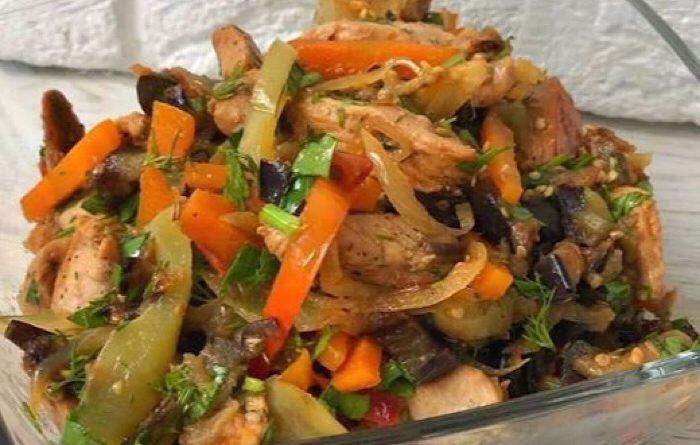 Мега аппетитный теплый салат с баклажанами